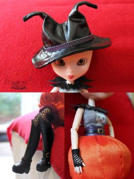 Hat and mitts details by SeshireCat