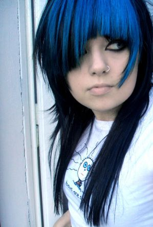 http://th07.deviantart.net/fs36/300W/f/2008/277/c/5/blue_hair_by_megstrangler.jpg