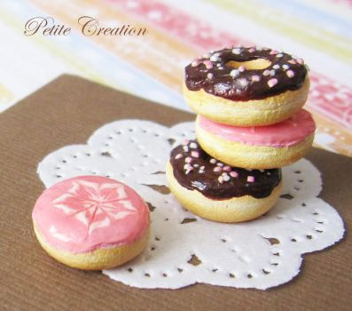 pink and chocolate donuts by PetiteCreation
