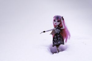 Rochelle in snow by Xperionity
