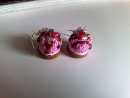 Strawberry cake earrings by PinkCakes