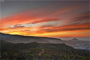 Burning skies over Gran Canaria by Kaslito