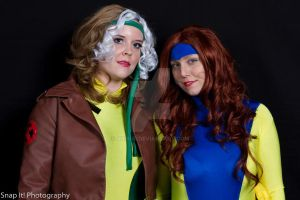 Rogue and Jean Grey by abisue