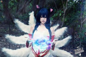 League of Legends Ahri - cosplay by Korixxkairi