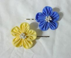 blue and yellow kanzashi bobby pins by EruwaedhielElleth