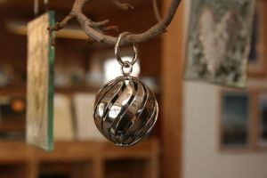 Twisted ball in silver by LARvonCL