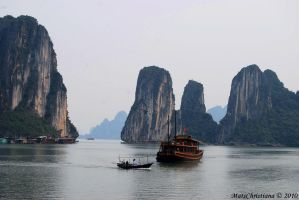 Ha Long Bay by matschristiana
