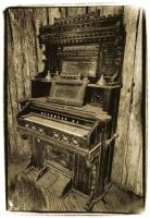Old Piano by beverlydill