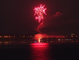 Fireworks at Newburgh 4 by TheMightyQuinn