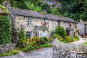 Derbyshire Cottage - HDR by teslaextreme