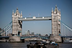 Tower Bridge on a Clear Day by cmsfk70