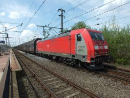 185 328 with empty volvo train to Almhult by damenster