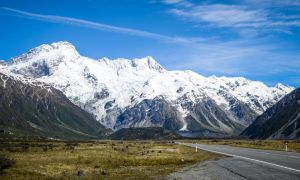 On the road to Mount Cook by gwenoder