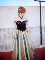 Anna coronation cosplay by Alinechan