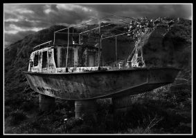 Obsolate boat by limbonic78
