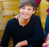 louis tomlinson by Nobodyis-perfect