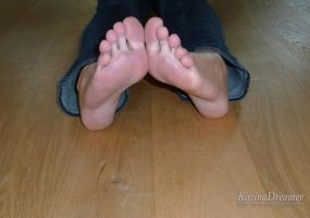 Karinas Feet by KarinaDreamer