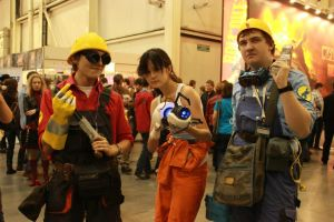 Valve meets Valve: Chell and Mechanics! by GlamForUs