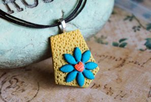 Flower pendant necklace by earthexpressions