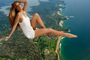 Giantess Lindsay Lohan by ilikemercs