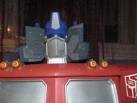 Stereo Optimus by draculinaxy