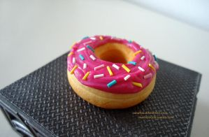 Pink sparcled Donut by Zanaffar