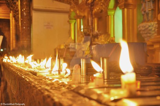 candle-lighting at Shwedagon by phantommask
