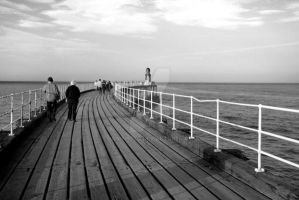 Whitby Pier 1 by ks-photo