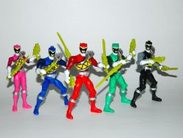 Dino Charge Ranger Figures 02 by LinearRanger
