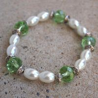 Green and Pearl White Bead Bracelet by ariaoftherain