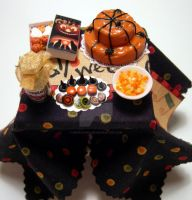 Miniature Halloween table by miniacquoline