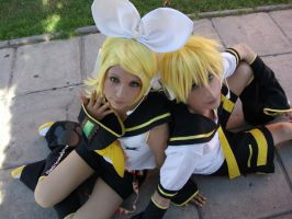 Kagamine Twins by Zettai-Cosplay