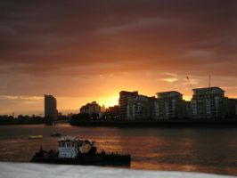 London Sunset by photodash