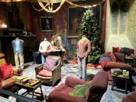 gryffindor tower common room  harry potter tour WB by Sceptre63
