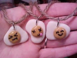 egg necklaces by Saramuss
