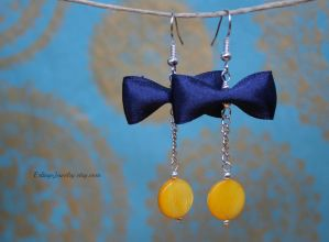 Yellow and blue by Linuziux