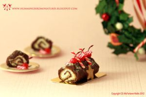 Miniature Yule Log by CaroMcFW