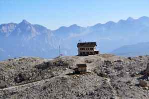 Passing by Rifugio Vallon by lailalta