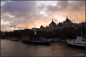 London Sunset no. 2 by Anakuklosis
