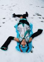 Hatsune Miku in the snow by Sandman-AC