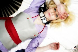 Lying on my fan ~ Temari cosplay by Temari-ore-no-yume