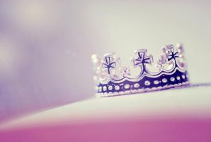 crown. by emshh