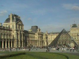 Outside Louvre by Mysteriouspizza