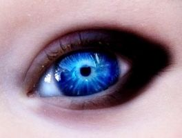 eyes like lightening by RooCouture