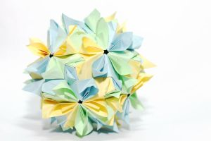Double flower kusudama by leezarainboeveins