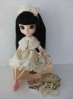 Cream and tea rose for Pullip by squish-tish