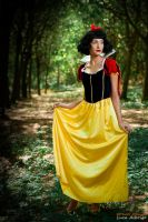 Snow White imprudence by Bewitchedrune