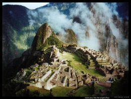 Machu Picchu from the Sungate by ryath