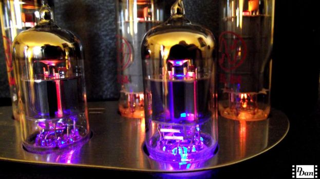 Vacuum tube amplifier by Dr9gon9