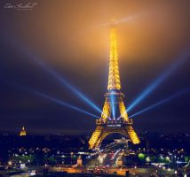 Paris by IsacGoulart